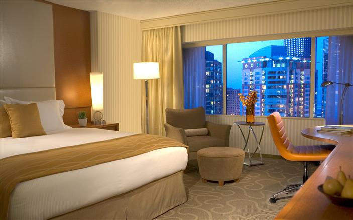 Classic Riverview King at Swissotel Chicago