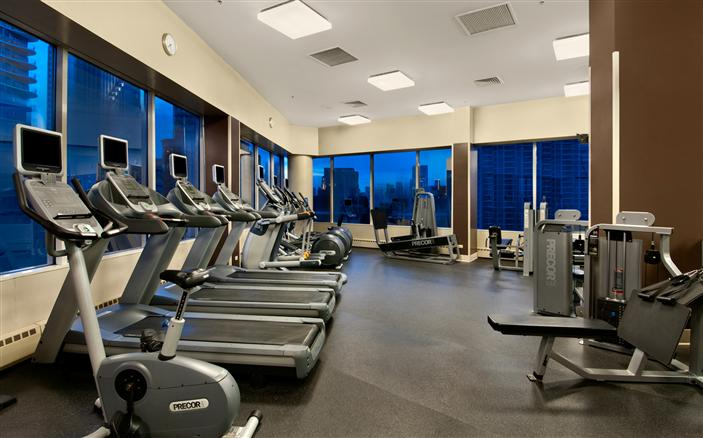 Chicago luxury gym fitness room swissotel chicago for Ab salon equipment reviews