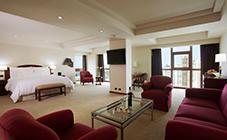 Клубная гостиная в Swissotel, Лима