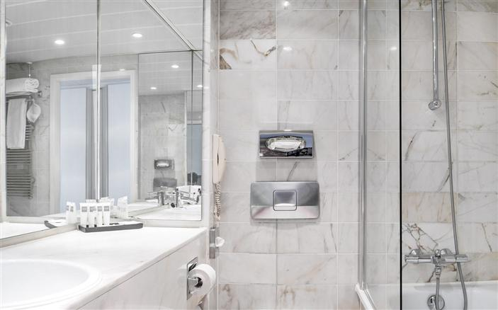 Classic Room Bathroom at Swissotel Amsterdam