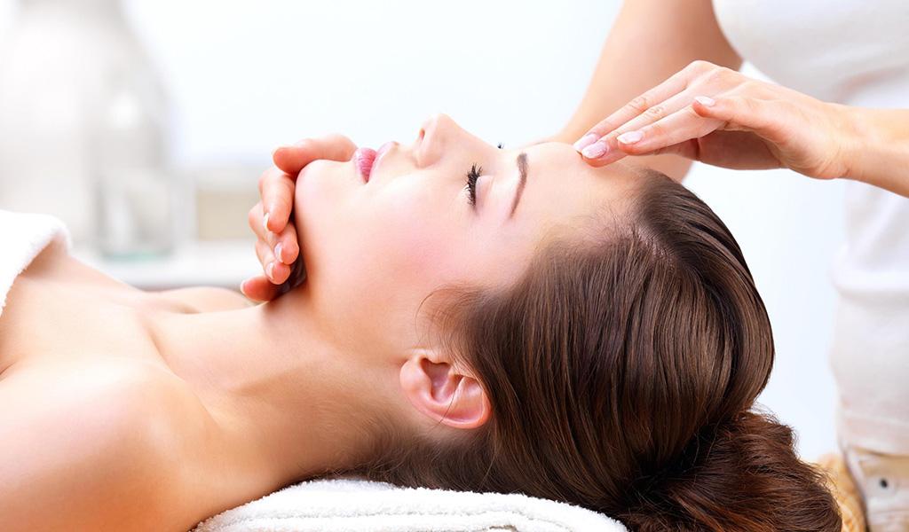 علاج الوجه الحصري شاملاً علاج الوجه باليوجا