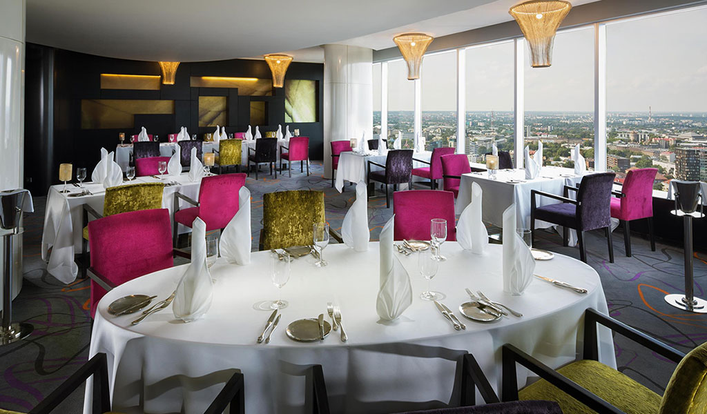 Swissotel Tallinn'deki Horisont Restaurant & Bar