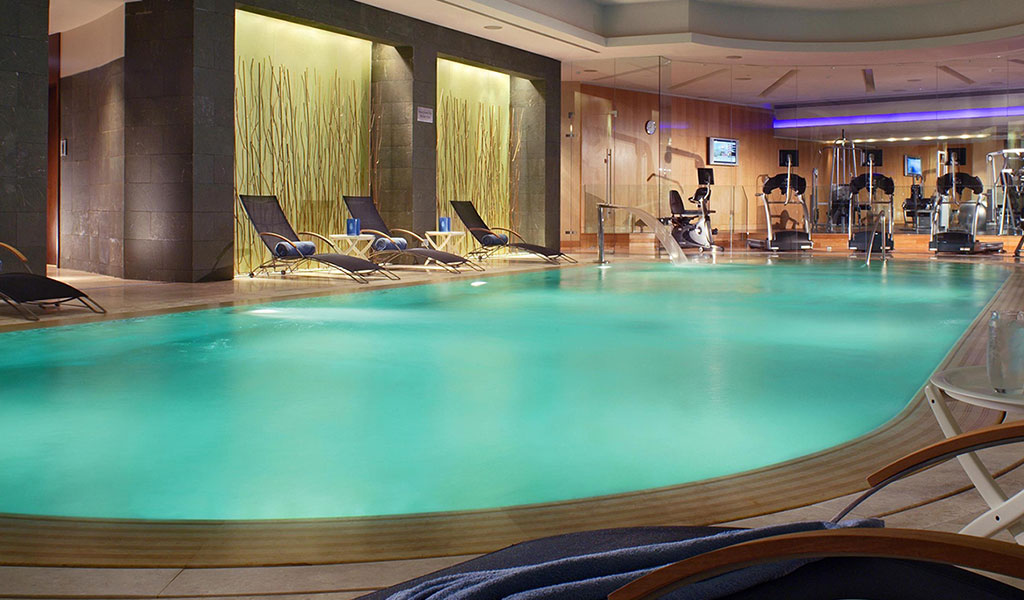 Indoor heated swimming pool gym swissotel krasnye holmy - Stamford swimming pool opening times ...