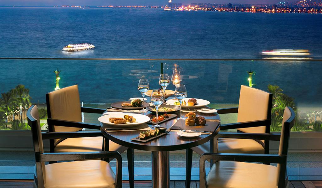 Ресторан Equinox в Swissotel Grand Efes Измир
