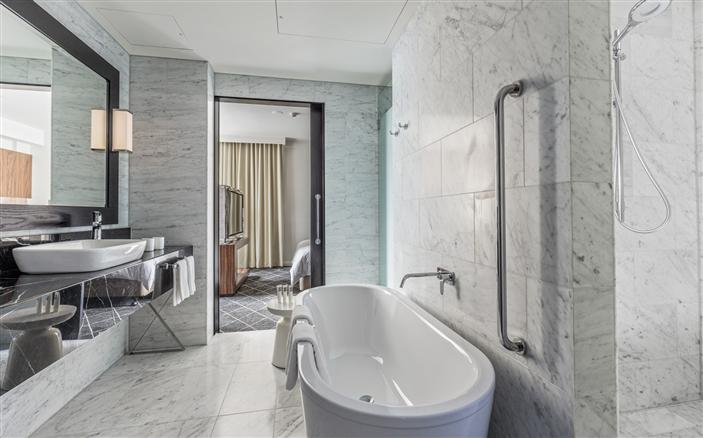 Signature Skyline Suite at Swissotel Sydney