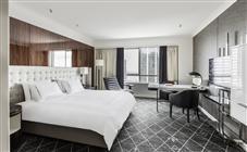 Swiss Advantage Zimmer mit breitem Doppelbett