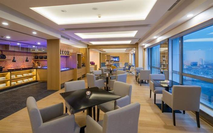Swiss Executive Lounge  at Swissotel Lima