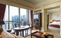 Luxuszimmer im Swissôtel The Stamford Singapur
