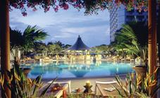 Pool des Swissôtel The Stamford Singapur