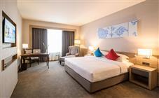 Номер «Premier» с двуспальной кроватью (размера 2x2) в Swissotel Le Concorde