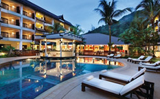 Бар у бассейна в Swissotel Resort, Пхукет Kamala Beach