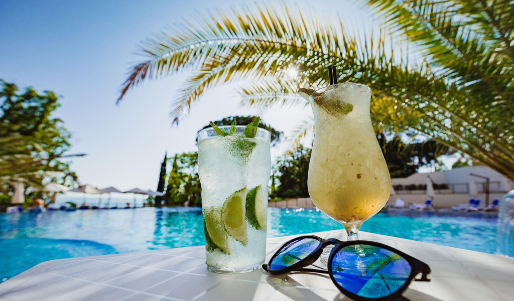 Swissotel Resort Sochi Kamelia'da Havuz Barı
