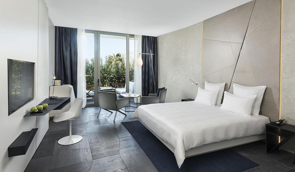 Улучшенный стандартный номер с видом на сад и двуспальной кроватью (размера 2х2)
