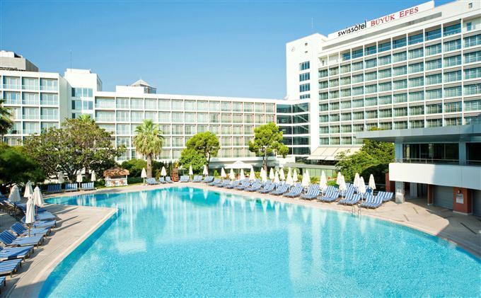 Открытый бассейн в Swissotel, Измир